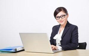 Nên thuê dịch vụ kế toán hay thuê kế toán riêng